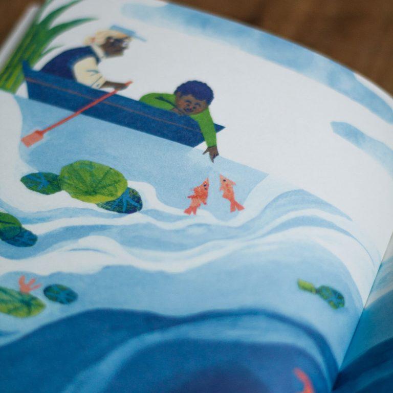 """Photo en gros plan du livre d'illustration jeunesse """"Au fil de l'eau"""" par Julia billet et Celia Housset édité aux editions du pourquoi pas dans la collection pourquoi pas la terre. Theme: écologie, pollution des rivières. Extrait d'illustration du livre."""