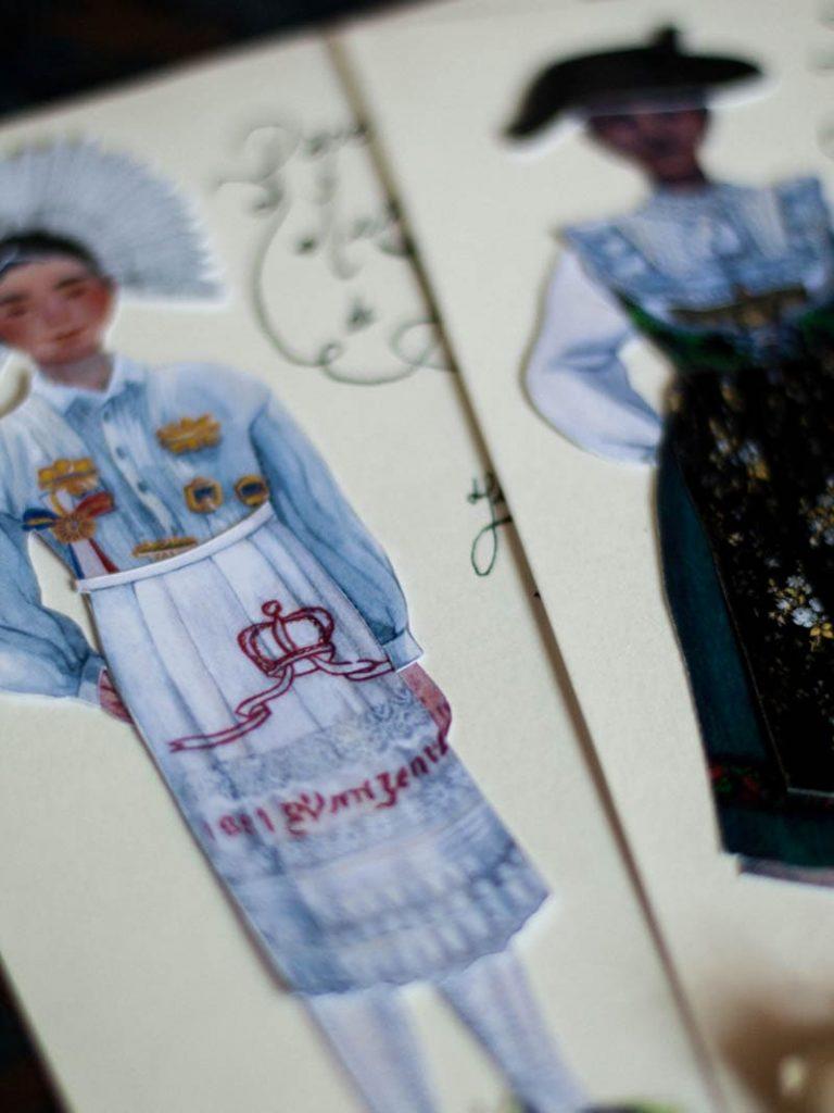 Photo mise en scène des paper dolls créées par celia housset pour le musée alsacien de strasbourg en 2018